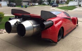 Канадец сделал драгстер, стилизованный под Ferrari Enzo
