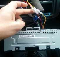Как вытащить застрявший диск из автомагнитолы